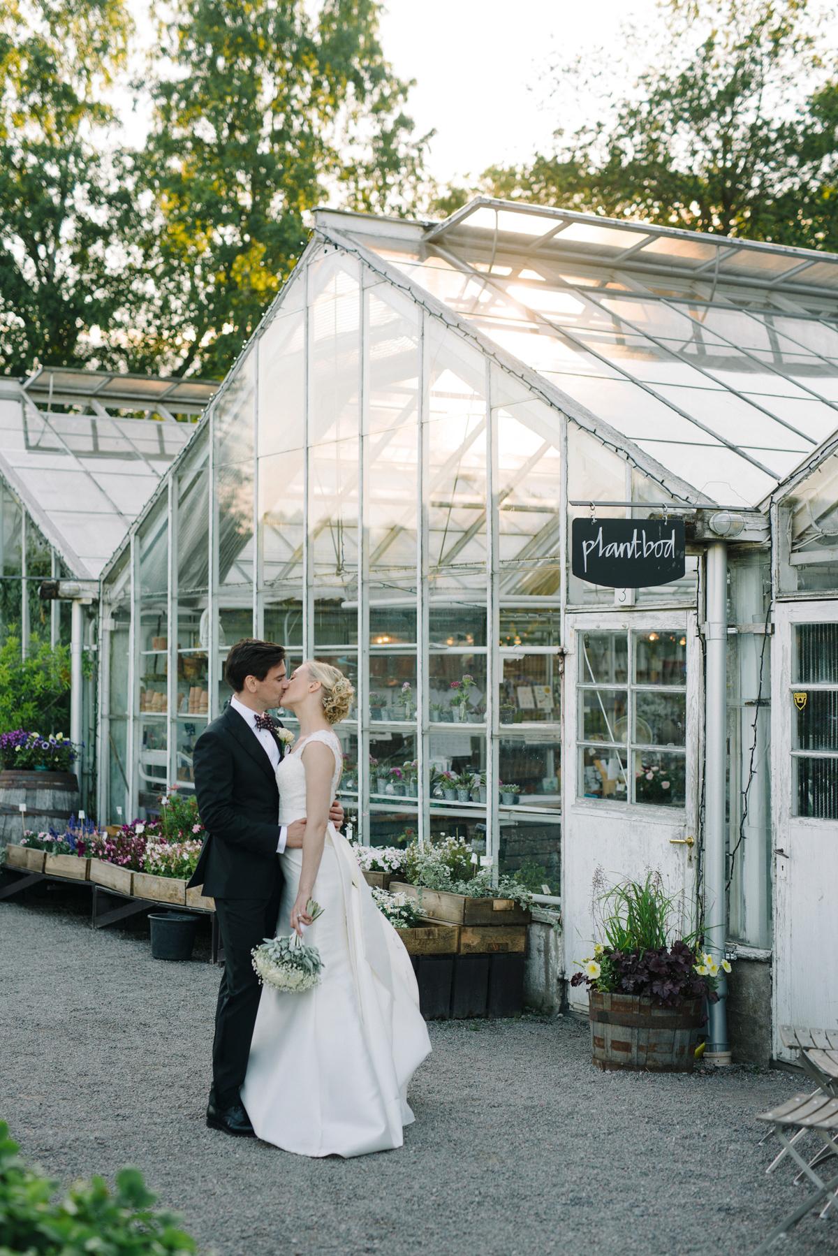 Lantligt Bröllop Stockholm ~ Bröllop på Rosendals Trädgård bröllopsfotograf Stockholm