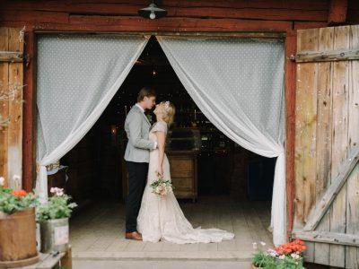 Lantligt bröllop med vintagestil
